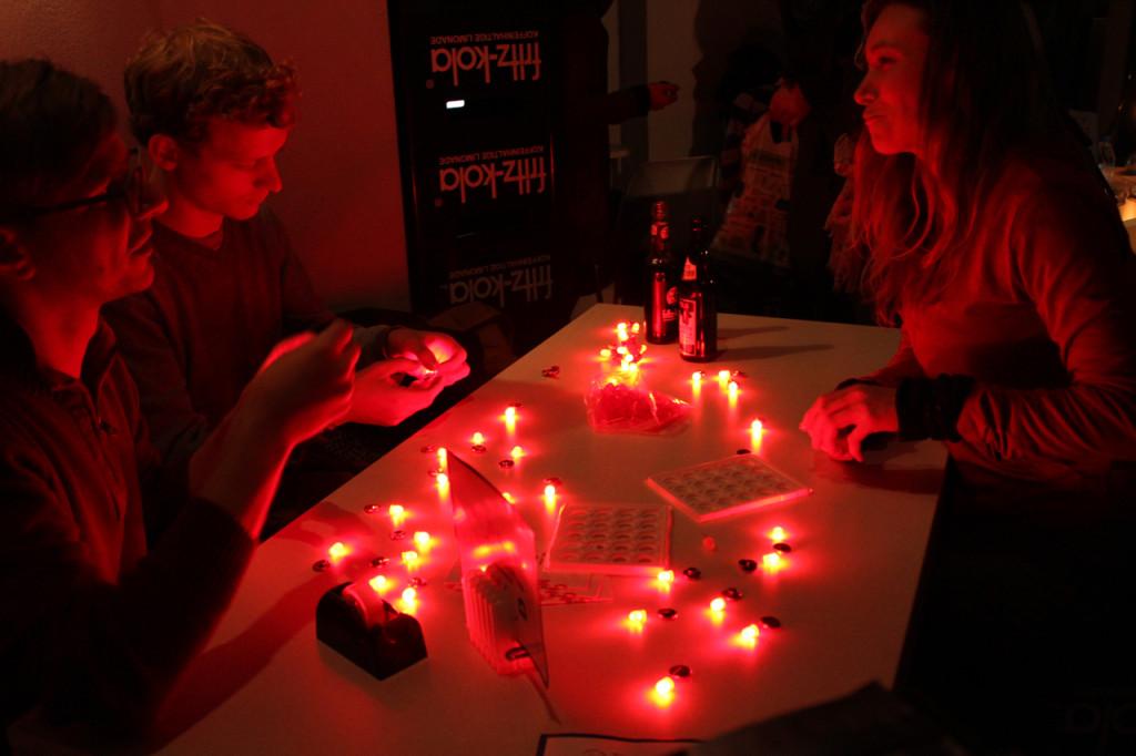 LED-Throwies_CyNetArt01
