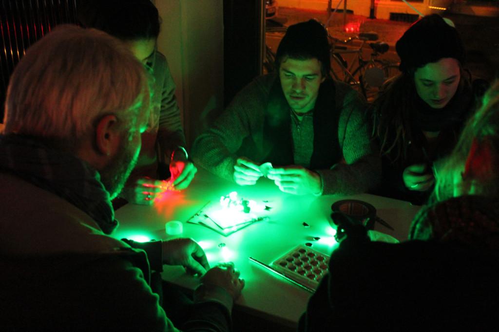 LED-Throwies_CyNetArt02